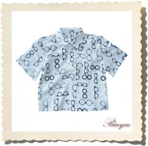 Koszulka classique et lunettes